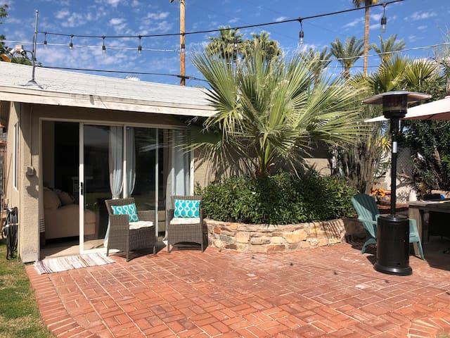 Cozy Arcadia casita with large backyard and pool!