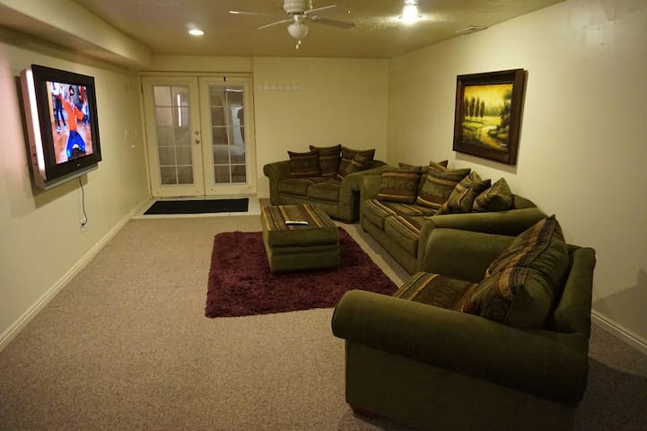 1,600sq ft Private Basement - Woods Cross - Casa