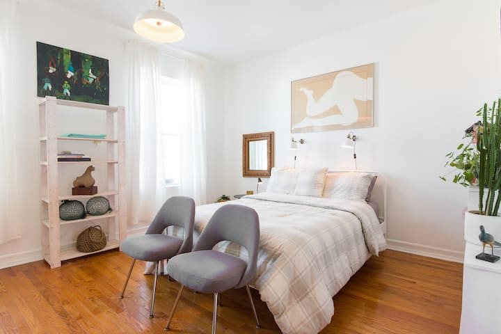 YES, WE'RE OPEN! Historic Bed Stuy Apartment!