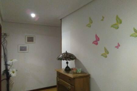 Piso céntrico, acogedor y tranquilo - Oviedo - Huis