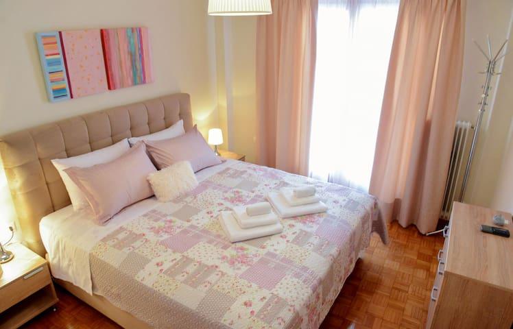 King size κρεβάτι (1,80*2,00)
