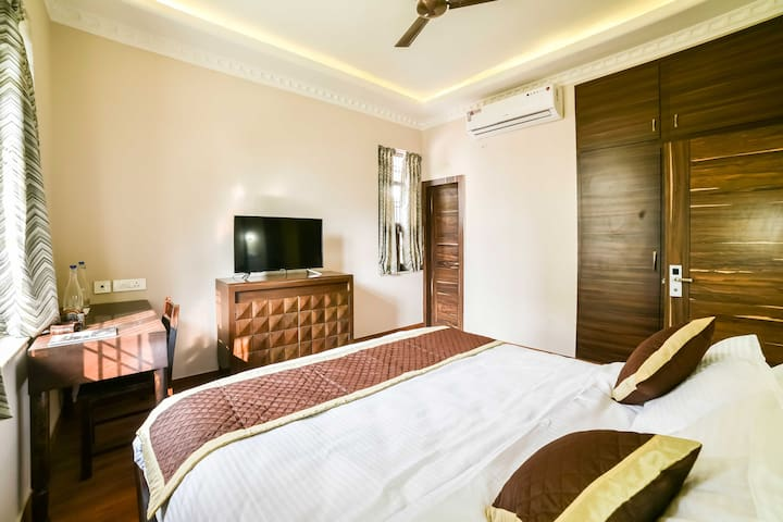Luxury Bungalow in Posh Locality withTerrace