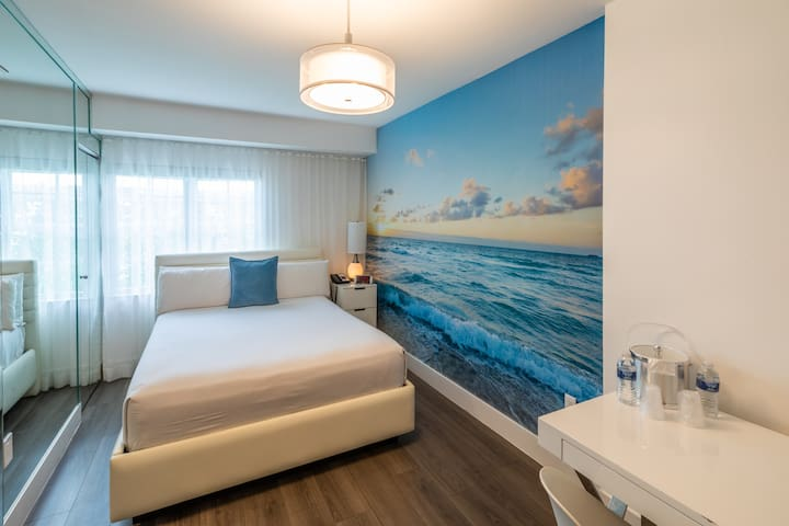 Comfy Room-Breakfast & Rooftop Pool (Across Beach)