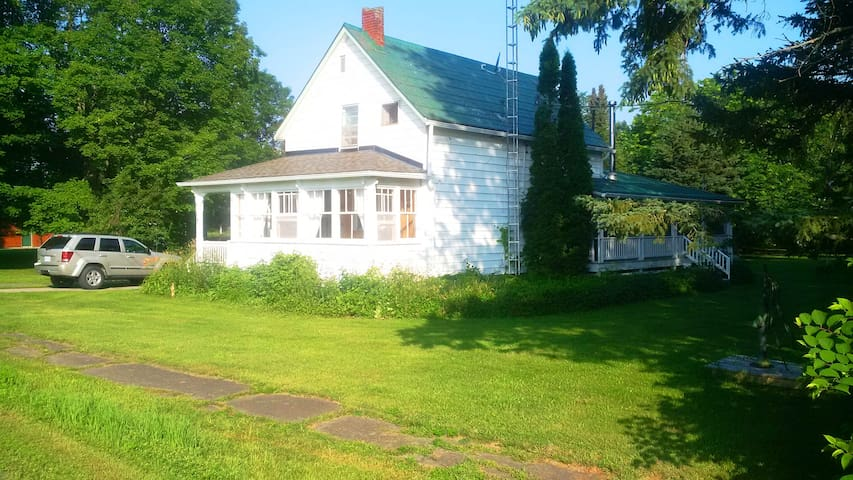 Rideau Lakes Country House - Lower Beverley Lake