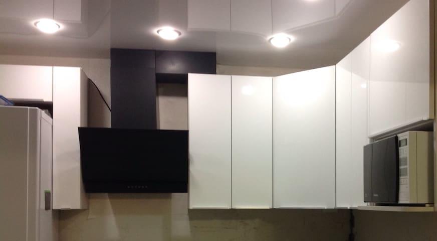 Чистая и уютная квартира - Омск - Apartment