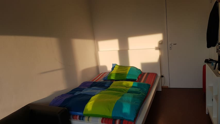 Helles, schönes Zimmer in 2er WG in Charlottenburg