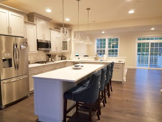 D.C. Metro Area Luxury Townhouse by Andrews AFB