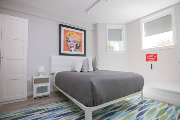 Stylish studio in Brookline-5min train to Boston#2