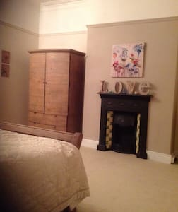 Large Bedroom, private bathroom & snug room! - Darlington