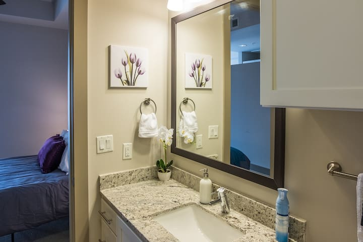 Chic 1BR in Midtown