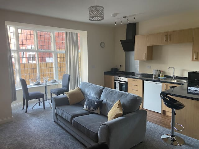 Modern 1 Bed Apartment in Uphill Lincoln