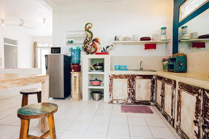 fridge, microwave, stove, juicer, toaster, ricecooker