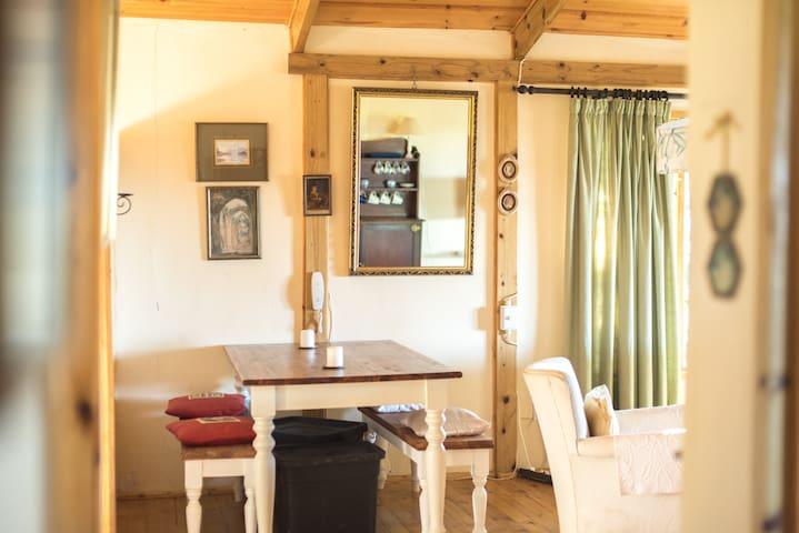 Quiet Farm-Style Cottage