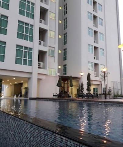 2 Bedroom Suite in Town - Jelutong - Appartamento