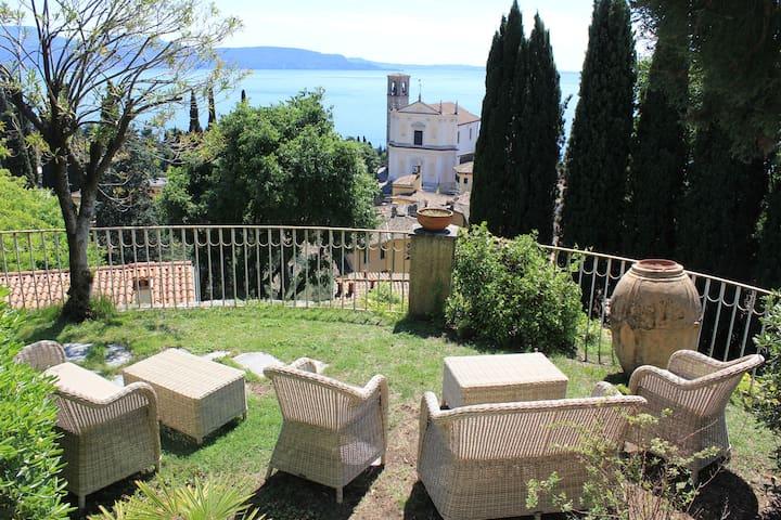 Luxurious Villa in Gardone, Garden, 180° Lake View