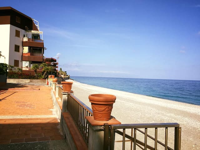 2 bedroom flat with sea view near the beach - Letojanni - อพาร์ทเมนท์