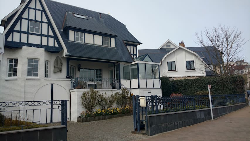 Flat (4 p) in authentic sea cottage - Westende - Haus