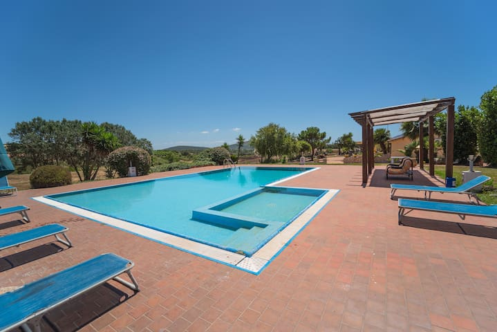 Apartment Dimora Rossa with Shared Pool, Wi-Fi & Air Conditioning; Parking Available, Pets Allowed