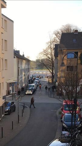 Schöne 2 Zimmer Wohnung direkt am Rhein