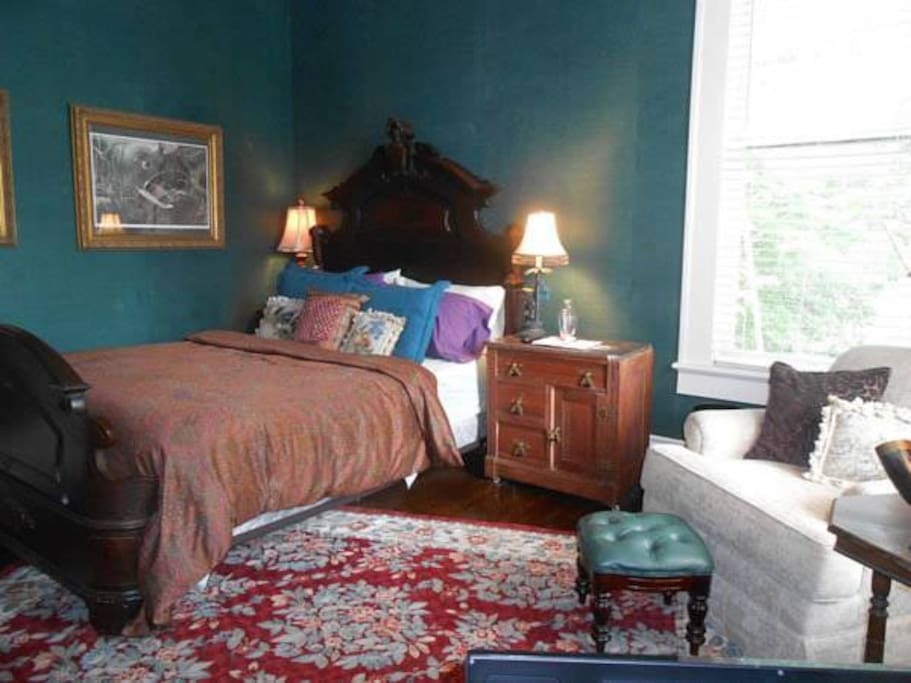 Belle oaks inn teal room bed and breakfasts for rent for Affordable furniture in gonzales