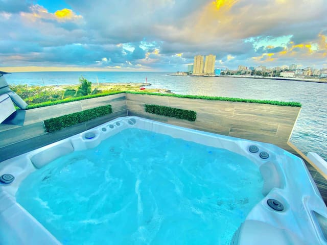 Luxury  Riviera (rooftop pool,WiFi, 3 jacuzzi )