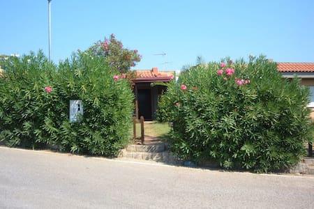 Villetta con giardino e porticato, panomica - Squillace Lido - Vila