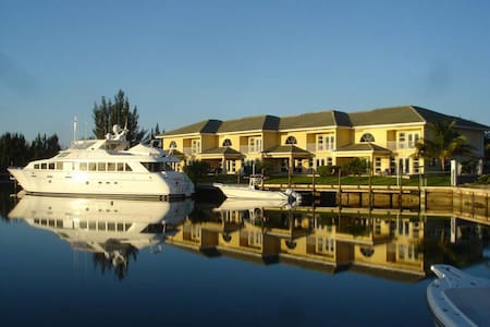Luxurious Villa - Deepwater Channel - Docks & Pool
