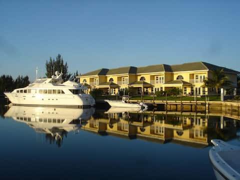 Luxurious Villa - Deepwater Channel - Docks & Pool