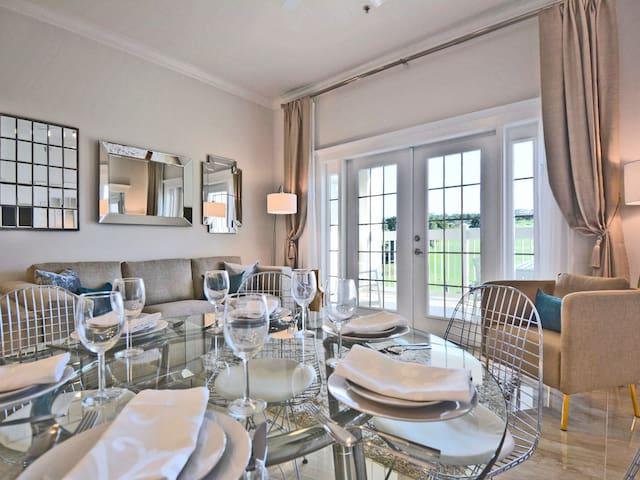 Luxurious & Stylish, Top Floor with Stunning Views