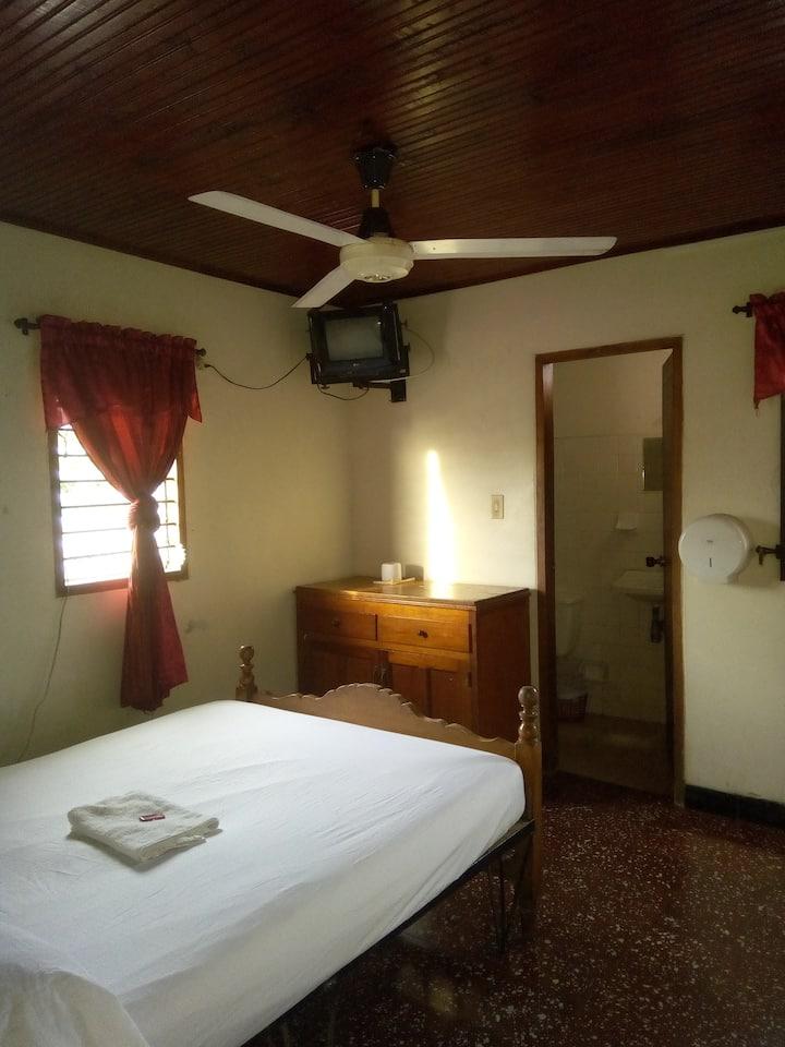 Habitación privada con aire acondicionado