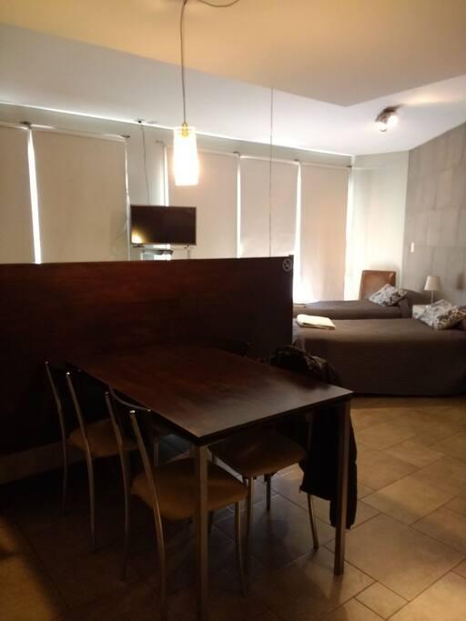 Suite Monoambiente Consul con comedor y cocina integrada