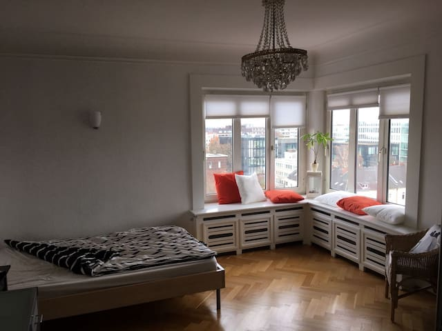 High-Rise Apartment with Sky View - Düsseldorf - Apartamento