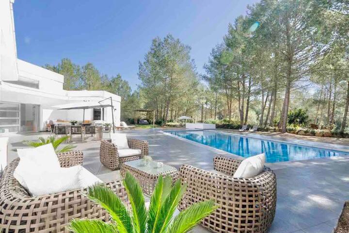 Best villa private location close to Ibiza 25000m2