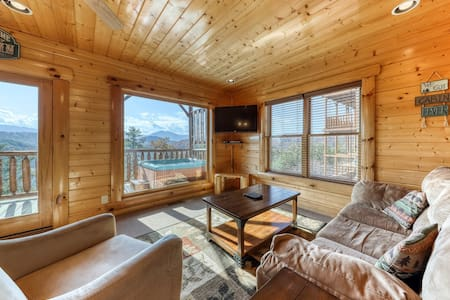 Gorgeous cabin with private hot tub, game room, community pool, & mountain views