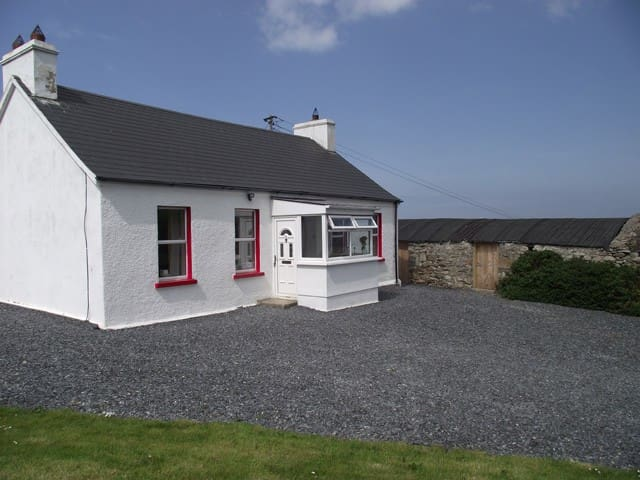 Cosy Cottage near beach and pub - Clonmany - Casa