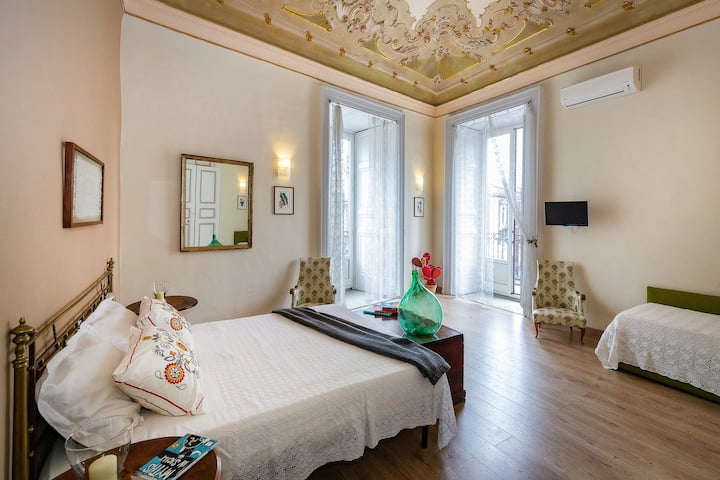 Private room with balcony and Etna view