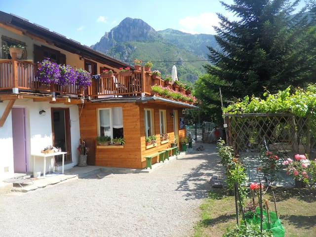 MAISON BISELLI Plongez dans le pass - Tende - Bed & Breakfast