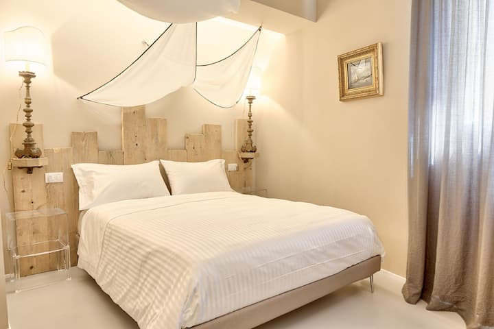 B&B A'Mare, bedroom Marinaio - Elegant, 50 metres from the beach of Diano Marina, with SPA