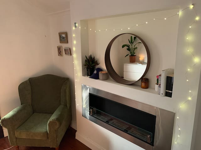 Cosy Inner West room with balcony