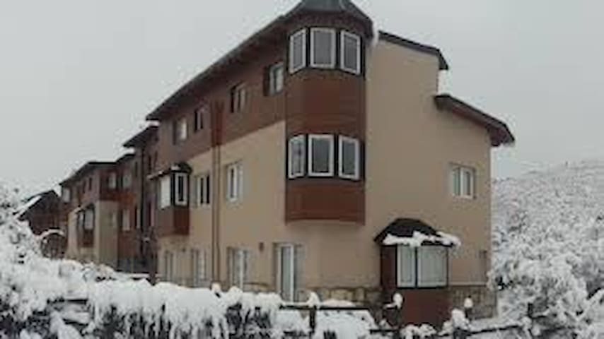 2 BEDROOMS APARTMENT W/SWIMMING POOL, 5 PAX