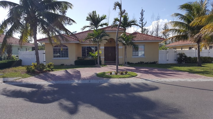 Private home in beautiful ocean front Community