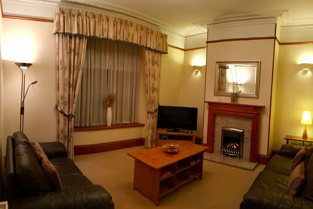The lounge is extremely spacious with a sofa bed, fire, and everything you would need to enjoy relaxing, watching television, dvds or surfing the web after a day sight seeing or working in and around the city.