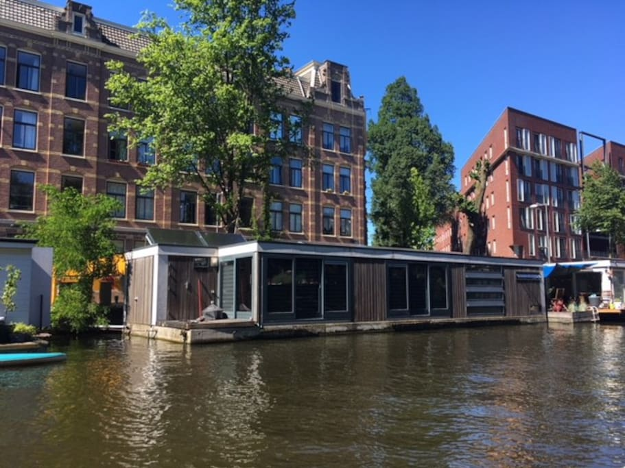 Houseboat in central amsterdam case galleggianti in for Case affitti amsterdam