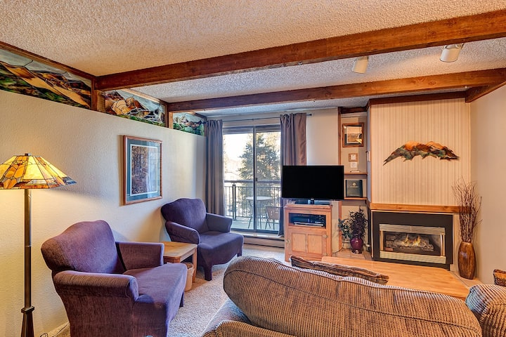 Hike in-out! Quick walk to Main St, Well stocked kitchen, Outdoor hot tubs! - Trails End 211