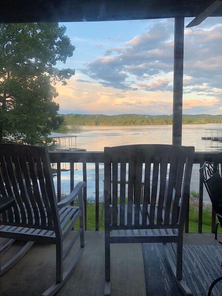 Lakefront Luxury HeavenlyH2O-Sleeps 10, SDC 1 mile