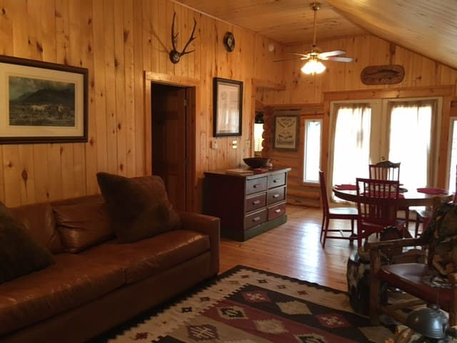 Rustic Cabin with 5 star amenities on Elk Creek!