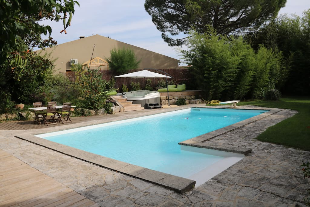 Appartement piscine et jacuzzi au pied du luberon for Piscine salon de provence