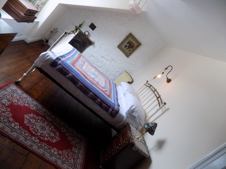 Lovely Character Double Room in Victorian home