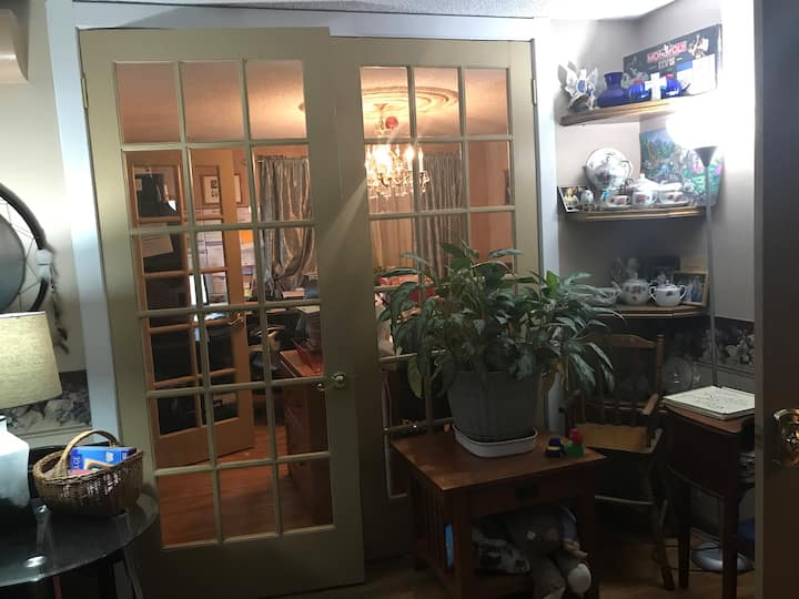 Oak Room 4. Near Hospitals, River and parks!