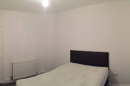 Lovely, Clean and Spacious Double Bedroom - High Wycombe